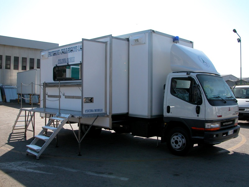 Cucina mobile tercam allestimento veicoli industriali for Mobili baldazzi cucine
